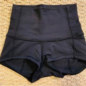 lululemon vollyball shorts
